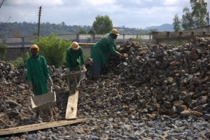 Finally, in spring 2015, the Kisumu Sewerage Treatment Plant is being expanded. Workers pile stones into new huge trickling filters.